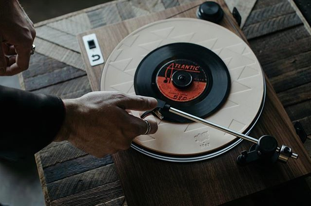 Uturn Orbit Turntable in use