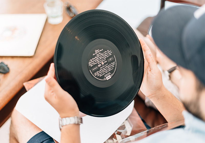 gramophone-vinyl-record-maintanance